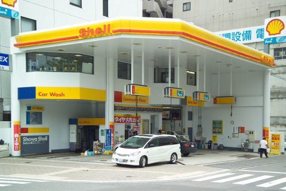 Unusual shell petrol forecourt