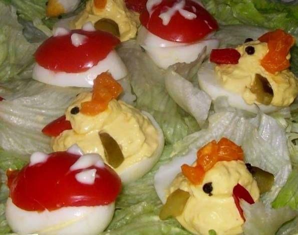 Húsvéti kiscsirke, házi kaszinótojás másképpen, saláta ágyon