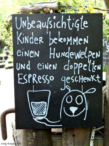 Statt eines Verbotes werden die Kinder hier belohnt. Da haben die Eltern auch am Abend noch Spass mit den Kindern. Gesehen im Prinzessinengarten in Berlin-Kreuzberg.