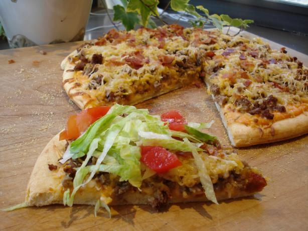 BIG MAC Pizza. whoa.  1  heat oven 400.  2  spread dressing over pizza crust using less or more depending on your taste.  3  spread hamburger on top.  4  top with the cheese and bacon.  5  bake about 8 min until cheese is melted.  6  top with lettuce,pickles,tomatoe,onion, and mustard.  7  cut into slices and serve immediately.