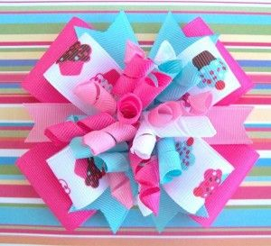 Yes, I like this bow (hello, cupcakes!) but I really like this style of bow.