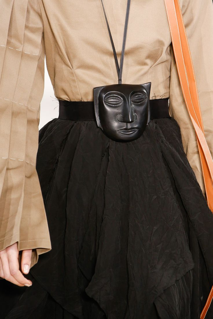 Mask necklace - carved head  / face | Oversize feature | Loewe Fall 2016 Ready-to-Wear Fashion Show Details