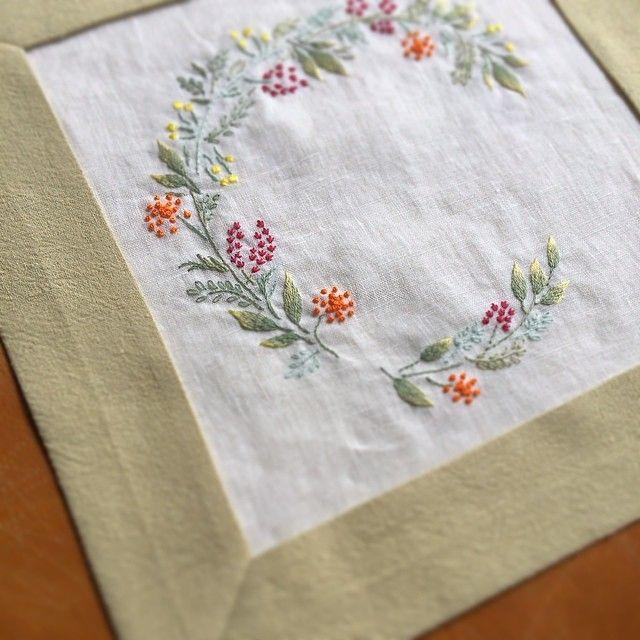 """""""やっと仕上げ… まだ終わってないけど… #embroidery #needlework"""""""