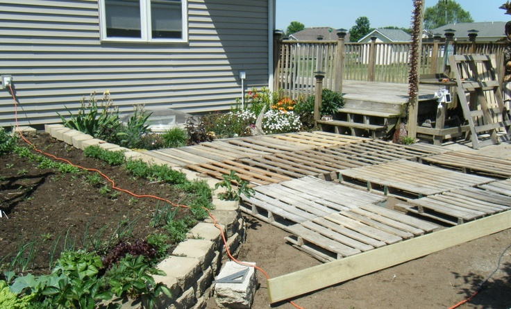 Building a pallet deck floating deck pinterest decks for Decking made from pallets