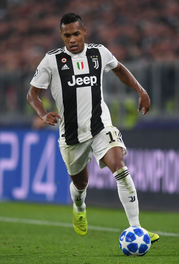 Turin Italy November 07 Alex Sandro Of Juventus Runs With The Ball During The Uefa Champions League Group H Match Between Juventus And Manchester United A 写真