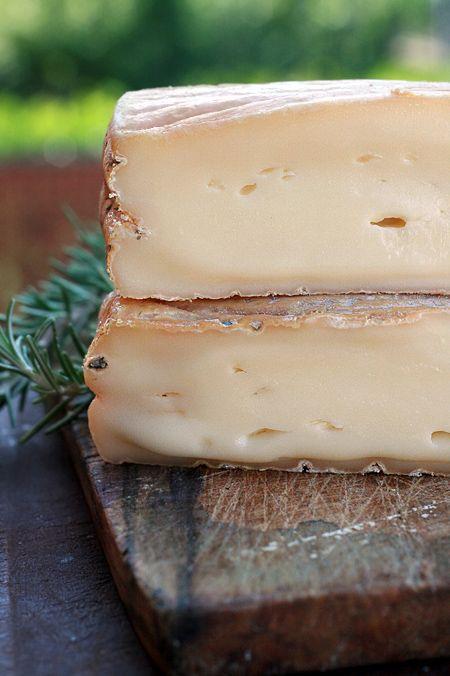 Robiola a latte crudo Invernizzi, direttamente dalla Valsassina (Lecco)