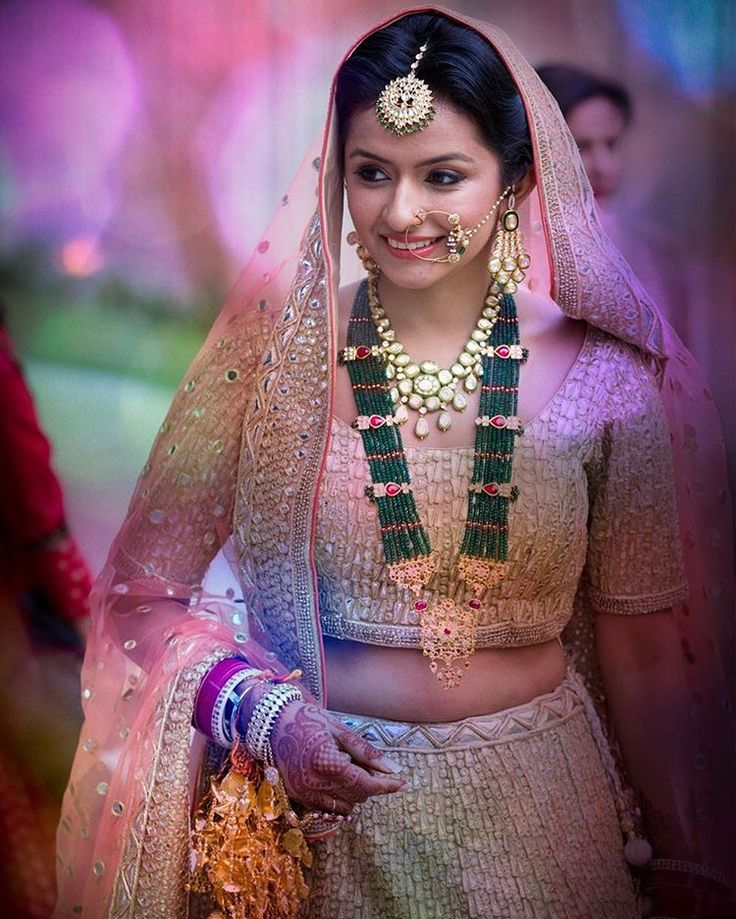 Emeralds against blush pink ! How gorge is this bride ? Shot by @karansidhuphotography and currently popular on our app | #instawedding #indianbride #bridaljewellery #emeralds #blushpeach #peachlehenga #lehenga #indianwedding #weddingohotography #candid #instapic #instadaily #instagram #instafashion