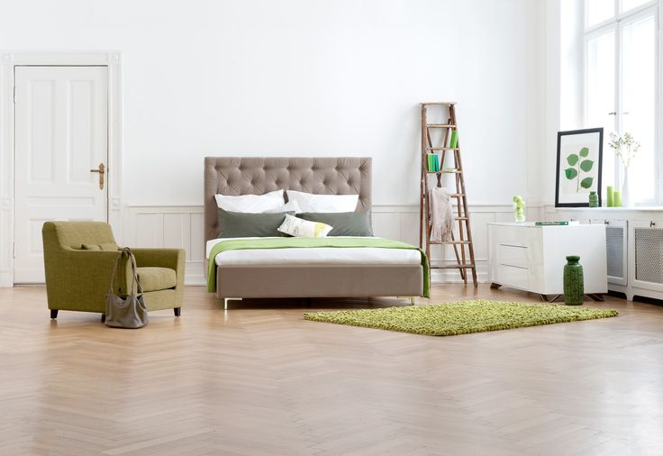 die alte leiter wird ges ubert und lackiert oder ge lt und dann zum kleiderst nder im. Black Bedroom Furniture Sets. Home Design Ideas