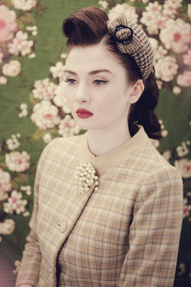 Beautiful 1940s hair makeup