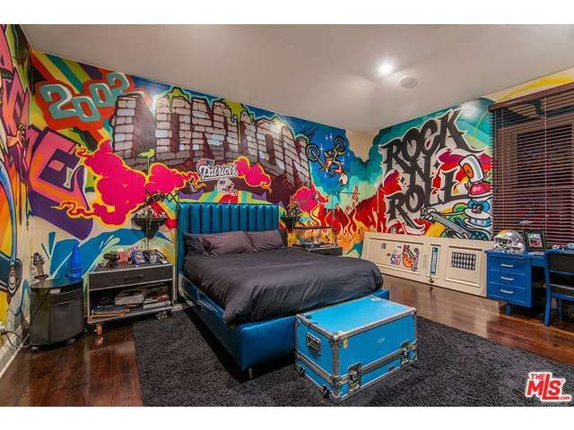 Rock Nu0027 Roll Grafitti Bedroom For A Kid, Tween Or Teen