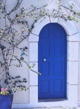 Traditionel greek house with the blue/white colors.