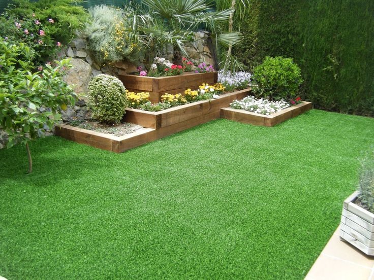 Jadin con traviesas cesped artificial mi jardin - Decoracion jardines pequenos ...