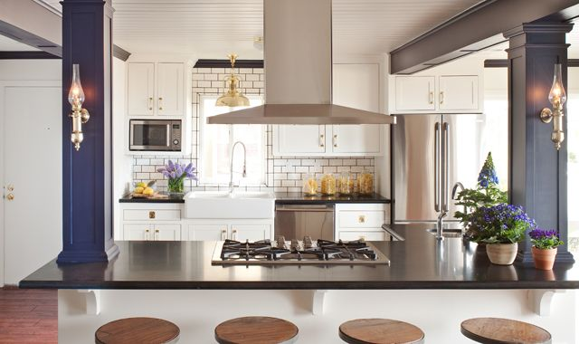 amy meier: White Tile, Dreams Kitchens, Amy Meier, Subway Tile, Interiors Design, Kitchens Columns, Design Kitchens, Farmhouse Sinks, White Kitchens