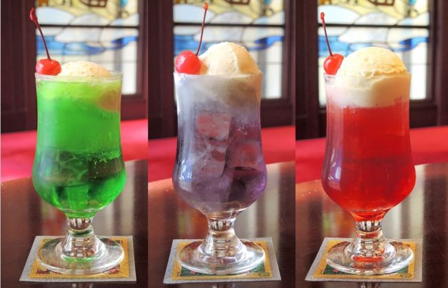 はじける緑色のソーダの上に浮かんだバニラアイスクリームにサクランボ。この往年の見た目は、インパクトが強く、誰もが懐かしさを感じるものである。いまだに喫茶店などで見かけるこのクリームソーダ。よく考えると...