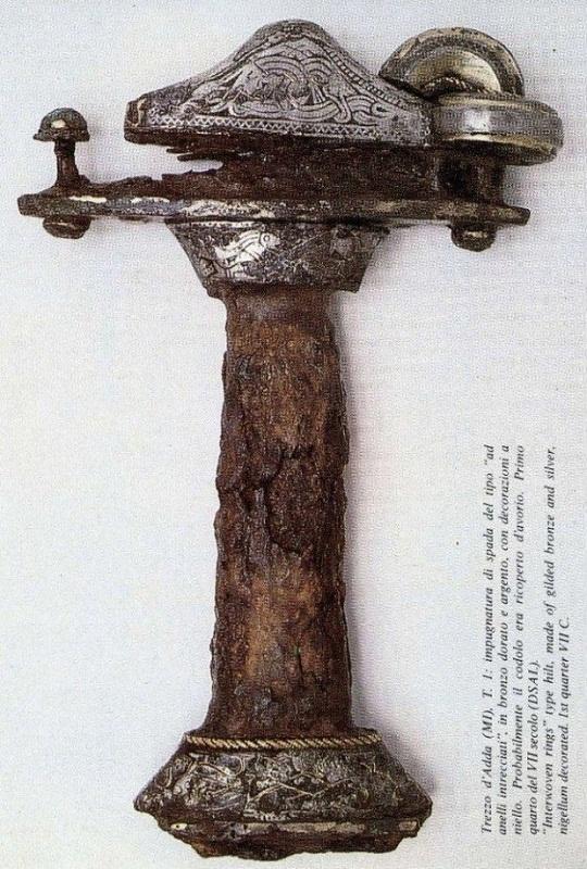 Impugnatura di spada del tipo ad anelli intrecciati, Trezzo sull'Adda, VII secolo / Interwoven rings type sword hilt from Trezzo sull'Adda, 7th century