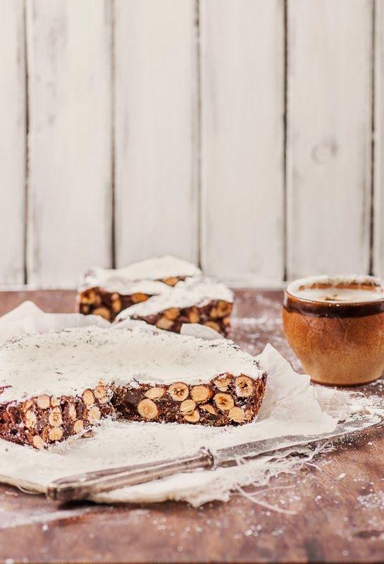 panfOrte di siena. Esta torta tradicional de la Toscana que se cuece en Italia, sobre todo en el período de Navidad. Es simplemente delicioso! Contiene una gran cantidad de frutos secos y frutas secas, nueces, frutas confitadas, cáscara de naranja y especias. Usar traductor