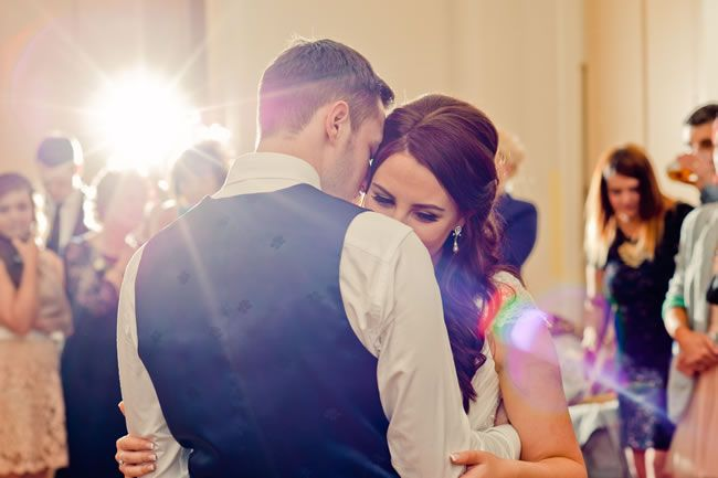 Kelly and Ryan had a vintage-style wedding with a peach colour scheme