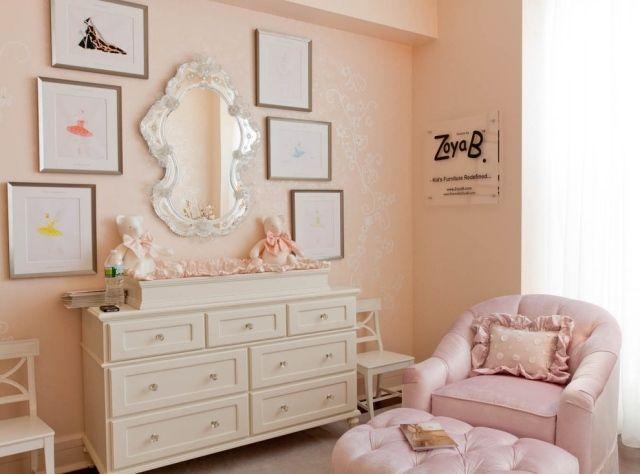 Romantisches Kinderzimmer mit Tapeten-Farbe Pastelliges Pfirsich-seidenglänzende Muster