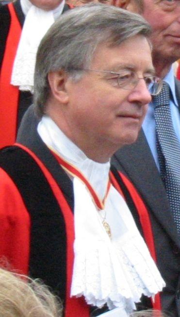 Sir_Philip_Bailhache_Bailiff_of_Jersey.jpg (Изображение JPEG, 371×652 пикселов) - Масштабированное (93%)
