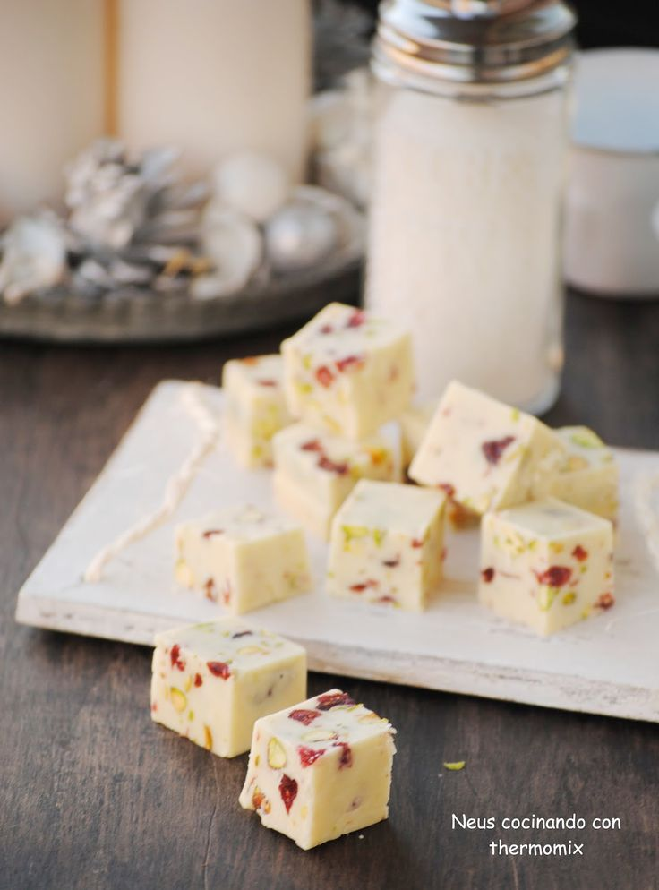 """Neus cocinando con Thermomix: Fudge de chocolate blanco con arándanos y pistachos """"un dulce para Navidad"""""""
