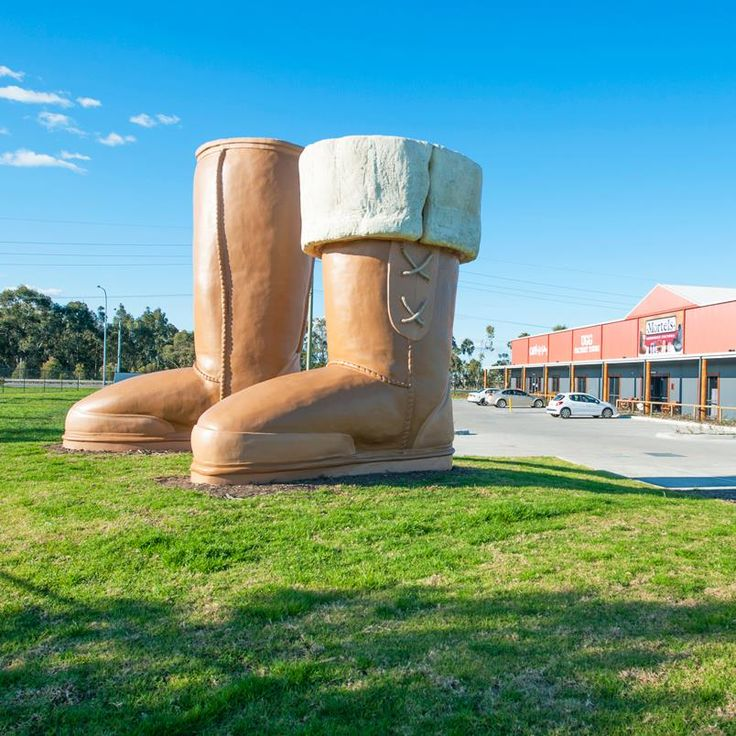 THE BIGGEST UGG BOOTS At Mortel's Sheep Skin Factory,  Located at Thornton, New South Wales, Australia. v@e.