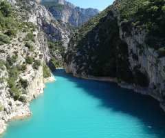 Discover Verdon Gorge in France, villages and its landscapes, the Sainte-Croix Lake. You will discover the best information while discovering Verdon Canyon as well as the list of campsites.