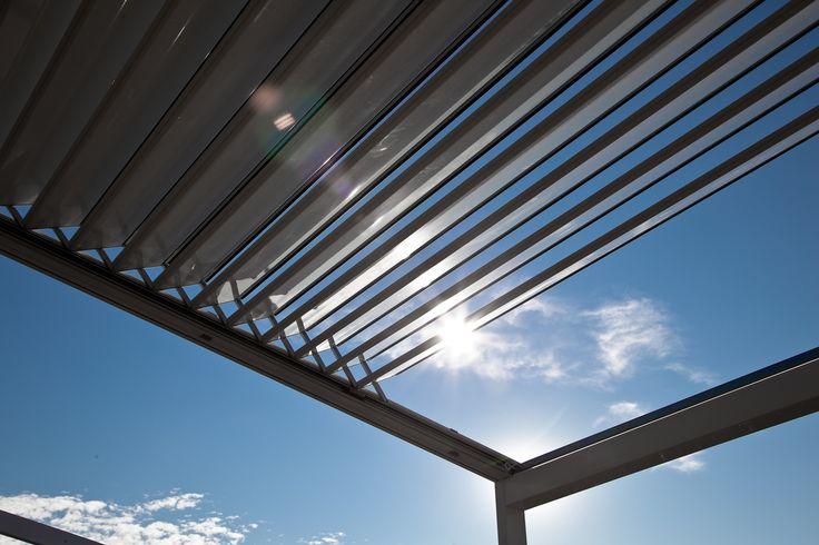 Aluminium lamellen dak, overkapping met kantelbare lamellen. Zonwering Westland