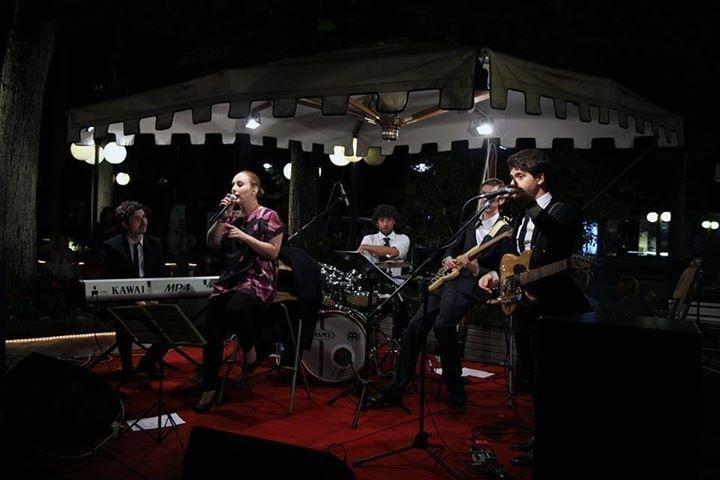 """La vetrina degli sponsor di oggi presenta...gli """"Suit&Tie""""!  http://www.finchesponsornonvisepari.blogspot.it/2015/05/la-vetrina-degli-sponsor-di-oggi_22.html  #finchesponsornonvisepari #saraheluciano #20giugno2015 #savethedate #suitTie #musica #intrattenimento #ricevimento #tenutaisola #voghera #nozzeconsponsor #amore #matrimonio #sponsorizzazione"""
