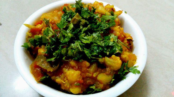 Aloo Gobi Recipe In Capsicum And Tomato Gravy