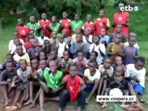Niños del Congo cantan Himno Athletic Club Bilbao.  Gallina de piel!