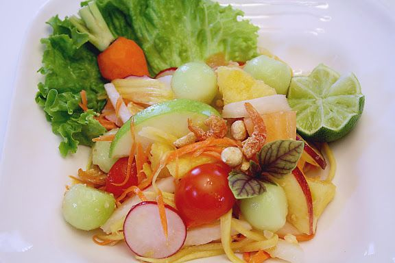Fruit Som Tam: Som Tam Pon La Mai ส้มตำผลไม้ - SheSimmers