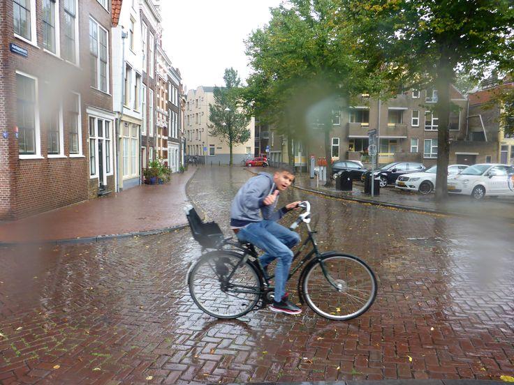 Maak jij de Waterfoto of Waterfilm van Dordt 2015? Heb je of maak je ook een bijzondere foto of filmpje van water in Dordrecht? Mail het dan naar: dordrechtenwater@ gmail.com. Of plaats het op de Facebook pagina www.facebook.com/onswaterindordrecht. Inzenden kan tot en met 1 oktober. Vanaf 2 oktober zetten we alle foto's en filmpjes tegelijk in 1 album op de Facebook pagina. Foto: Jarko De Witte van Leeuwen