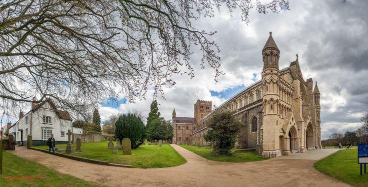 https://flic.kr/p/G35PfH | St Albans Cathedral | 60 Shot HDR Panorama