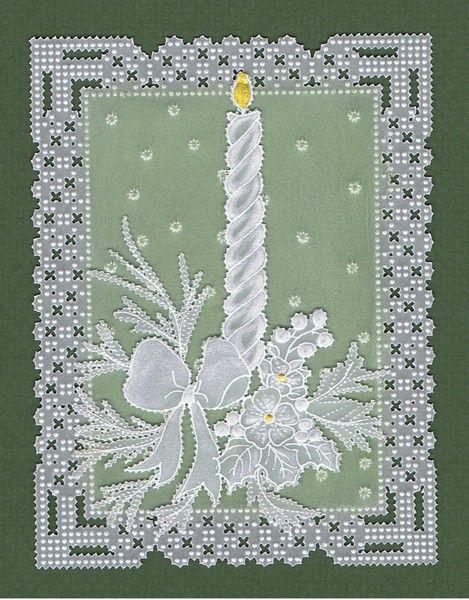 Bougie parchment craft verte, sympa pour les fêtes! http://www.avecpassion.fr/29-pergamano-parchment-craft-dentelle-papier-parchemin http://www.avecpassion.fr/709-papier-cartes-pergamano-scrapbooking