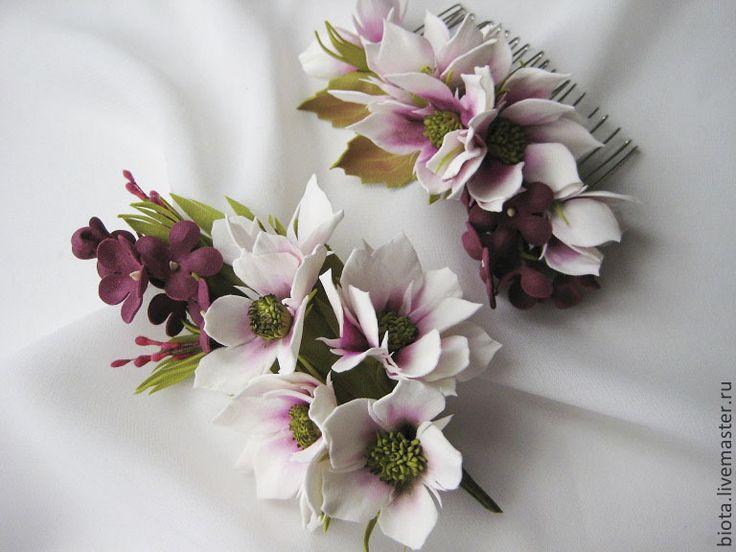 Купить Комплект - брошь и гребешок с цветами из фоамирана - белый, брусничный, комплект украшений, украшения с цветами