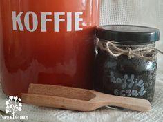 Zelf koffie scrub maken met maar 2 ingrediënten. Supermakkelijk recept. Goed voor je huid, je portemonnee en het milieu! Heerlijk verwenmomentje