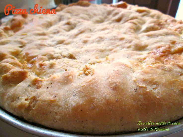 """Pizza chiena Era tanto tempo che sentivo parlare di questa """"pizza chiena"""" cioè pizza piena, una pizza farcita tipica di Pasqua, ma usata solo in alcune zone di Napoli. Io non l'avevo mai mangiata e invece tutti intorno a me l'avevano già provata e allora, mi sono documentata un po', mi sono fatta aiutare da mia cugina Marina del blog Le ricette di Marina e allora, con un po' di esperienza negli impasti pasquali, ho fatto la mia versione della pizza chiena, che a qua..."""