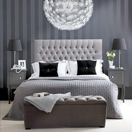 Färgen spelar roll i sovrummet. Blått och grått är lugnande , medan grönt ger energi. Vilken känsla vill du ha i ditt sovrum, och hur mycket känsla vill du ha i ditt sovrum? Här 19 monokroma sovrum, det vill säga 19 sovrum med en enda färg.