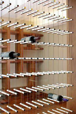 Detalle Cava: Cavas de estilo moderno por ArquitectosERRE https://www.homify.com.mx/libros_de_ideas/19360/ideas-cavas-de-vino-para-tu-casa