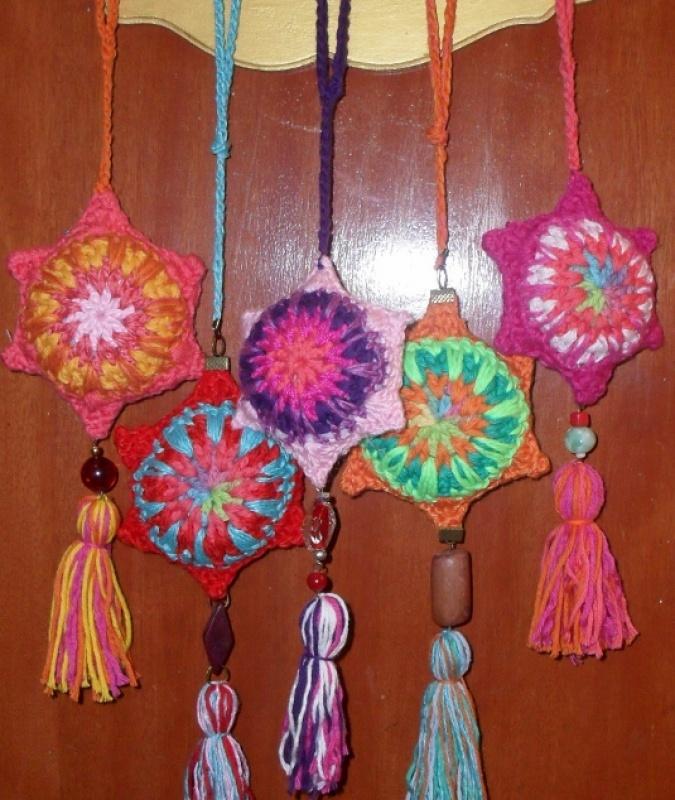 Colgantes  corazones y mandalas  tejidos al crochet