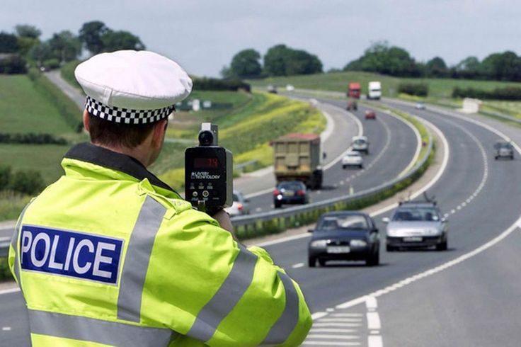 If you receive a speeding fine or 'notice of intended prosecution for a speeding offence'... UK speeding fines vary according to the seriousness of the alleged offence. The minimum penalty is a £100 fine, and you also get 3 penalty points on your driving licence. Penalties at this lower level are often issued automatically, and you could also be offered the chance to take a speed awareness course instead.