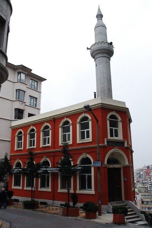 Selime Hatun Camii/Beyoğlu/İstanbul/// Taksim Ayazpaşa Selime Hatun Camii Sokakta inşa edilmiştir. Selime Hatun bu caminin banisidir. Selime Hatun Kaptanıderya Kılıç Ali Paşa'nın hanımlarındandır. 16. yüz yılda yaptırmış olmasına rağmen yapılış senesi bilinmemektedir. Bir başka rivayete göre banisi İstanbul Kadısı İbrahim Efendidir.