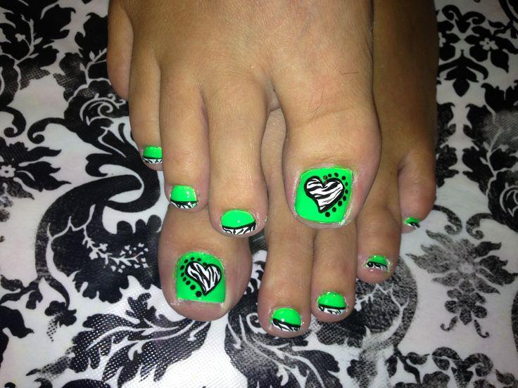Zebra heart toe nail art ... Get sick of zebra print hate it on nails but cute ;)