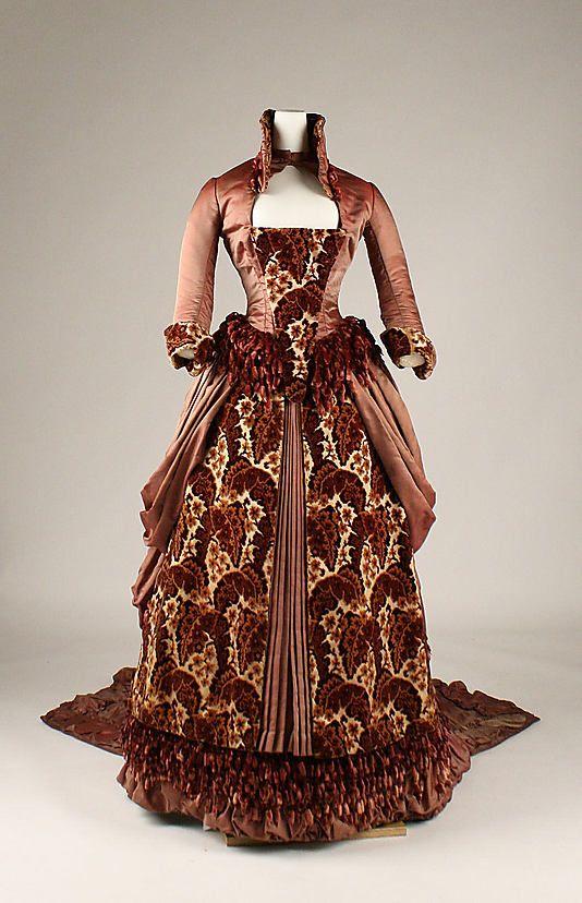 1879 American dress.