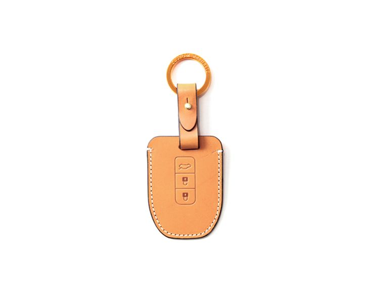 hyundai_kia 3button smart Handmade Buttero Leather Smart Key Cover/Case   -Handmade by: Custom Republic  -Leather: Vegetable leather from Conceria Walpier & Vera Pelle -Attachment pieces: 18K gold satin coating - Colors: natural, yellow, orange, brown, navy, and camouflage -Thread & Stitching: Serafil (from Germany)  -Measurement: 6cm x 15.5cm