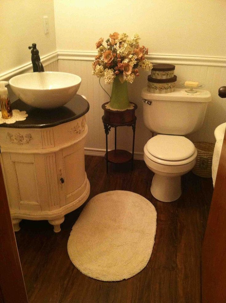 Small vintage bathroom ideas best 25 small vintage bathroom ideas on small style loos vintage for Vintage bathroom designs