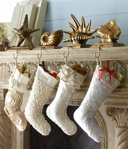14 Coastal Christmas mantel ideas to inspire your own display.