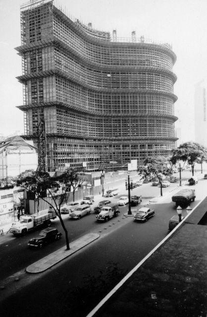 Edifício Copan em construção na avenida Ipiranga.