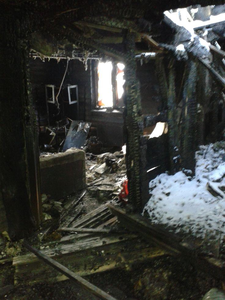 Последствия пожара (когда то уютная гостиная)