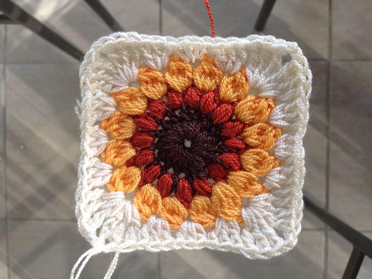 Sunburst granny square for a sunflower design. Girasol para hacer pie de cama. Crochet